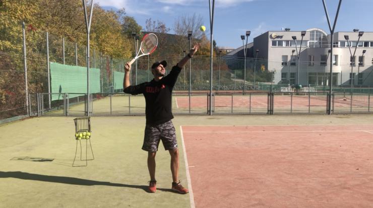 4 chyby u tenisového podání