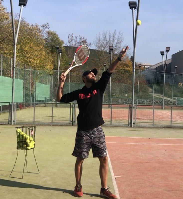 postavení u tenisového podání
